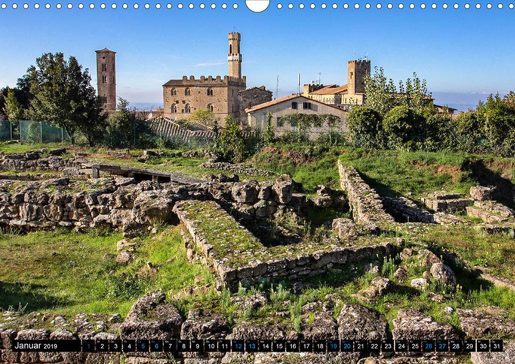 Januar: Volterra: Die etruskische Akropolis aus dem 3. Jhd. v. Chr. thront über der Altstadt.