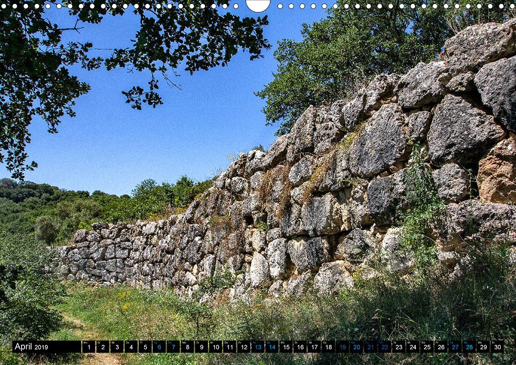 April: Roselle: Die eindrucksvollen etruskischen Stadtmauern datieren auf das 6. Jhd. v. Chr.
