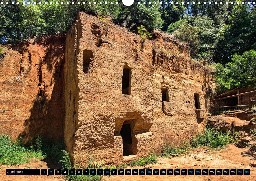 Juni: Populonia: Die Nekropole von Le Grotte wurde im 4. Jhd. v. Chr. in einem Steinbruch angelegt.