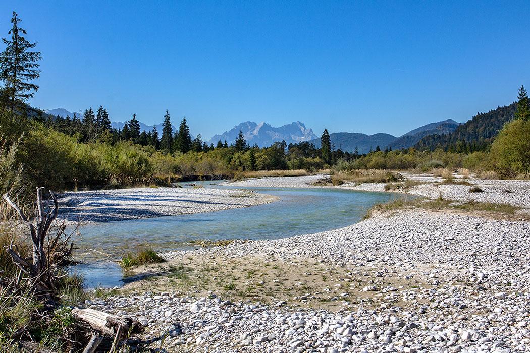 Oberbayern: Im Isartal bei Wallgau – Wilde Flusslandschaft im Karwendel