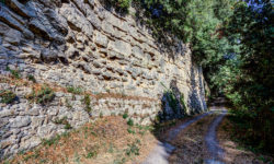 Volterra: Im Borgo San Stefano können die am besten erhaltenen etruskischen Stadtmauern bei Santa Chiara erkundet werden. Sie wurden zwischen dem 4. bis 3. Jhd. v. Chr. errichtet. Foto: volterracity.com