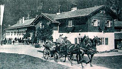 vorderriss_prinzregent luitpold_kutschfahrt_1907 - Prinregent Luitpold fährt 1907 beim Alten Forsthaus in Vorderriß mit der Kutsche aus.