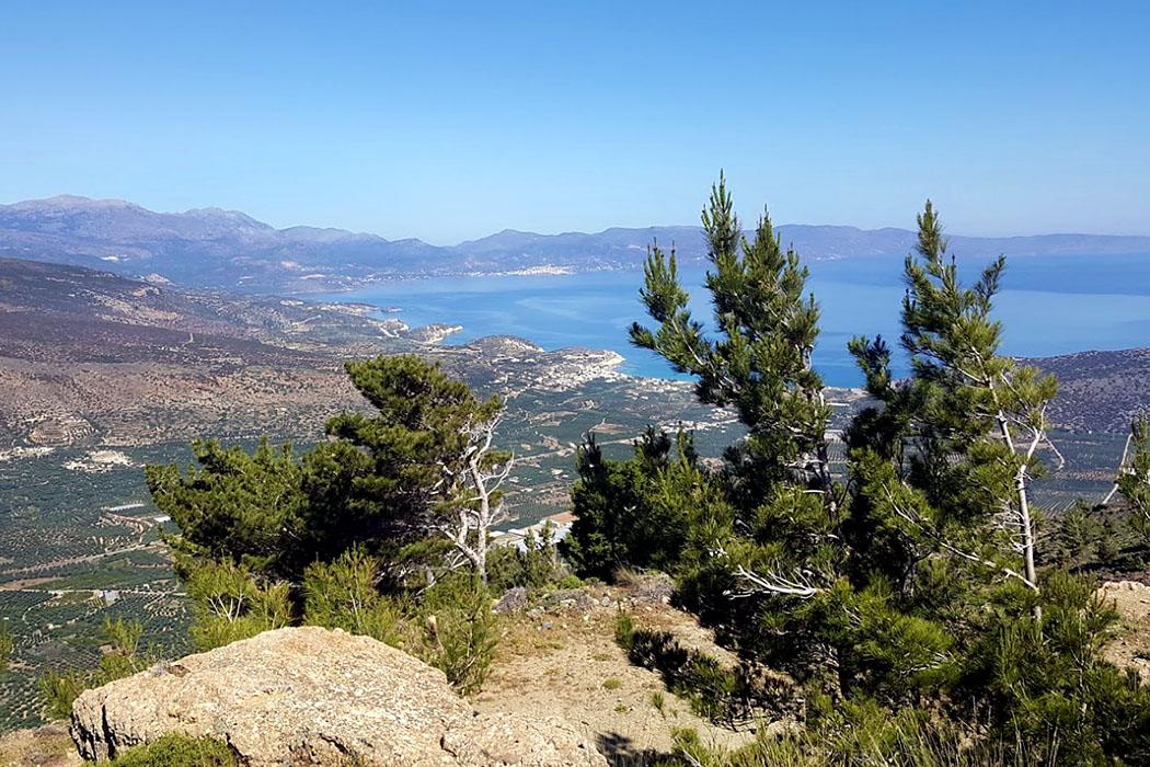 Thripti_crete_pachia ammos_monastiraki_Agios Anna - Die Kapelle Agios Anna liegt am Beginn der Cha-Schlucht und bietet ein fantastisches Panorama auf die Bucht von Mirabello, sowie Pachia Ammos und Agios Nikolaos.