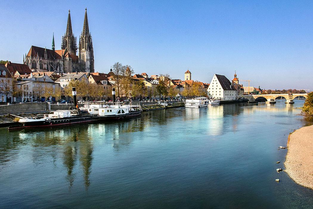 reise-zikaden.de, oberpfalz, regensburg, bayern, donau, dom, Panorama auf Regensburg mit Donau und Dom.