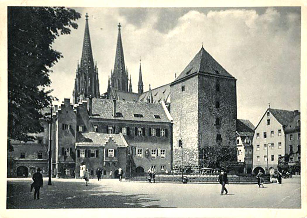 alter kormarkt_regensburg_stadtansicht mit brunnen - Die Postkarte von 1921 zeigt den Alten Kornmarkt (ehemals Moltkeplatz) von Regensburg mit dem großen runden Brunnen in seiner Mitte. Foto: oldthing.de