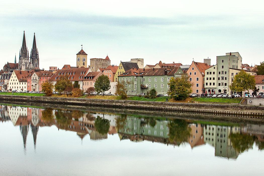 reise-zikaden.de, oberpfalz, regensburg, bayern, donau, wohnturme, stadtburgen, obere woehrd - Die Anlage von Stadtburgen mit Wohntürmen wurde in Regensburg durch den Fernhandel mit Italien inspiriert. Einst existierten in der Donaustadt etwa 60 Wohntürme, davon hat ein Drittel überdauert.