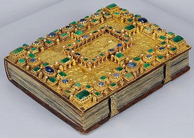 """Prachteinband zum Evangeliar Codex Aureus - BSB Clm 14000-ol - Die Abbildung zeigt den Buchdeckel des """"Codex Aureus"""". Foto: Bayerische Staatsbibliothek München"""