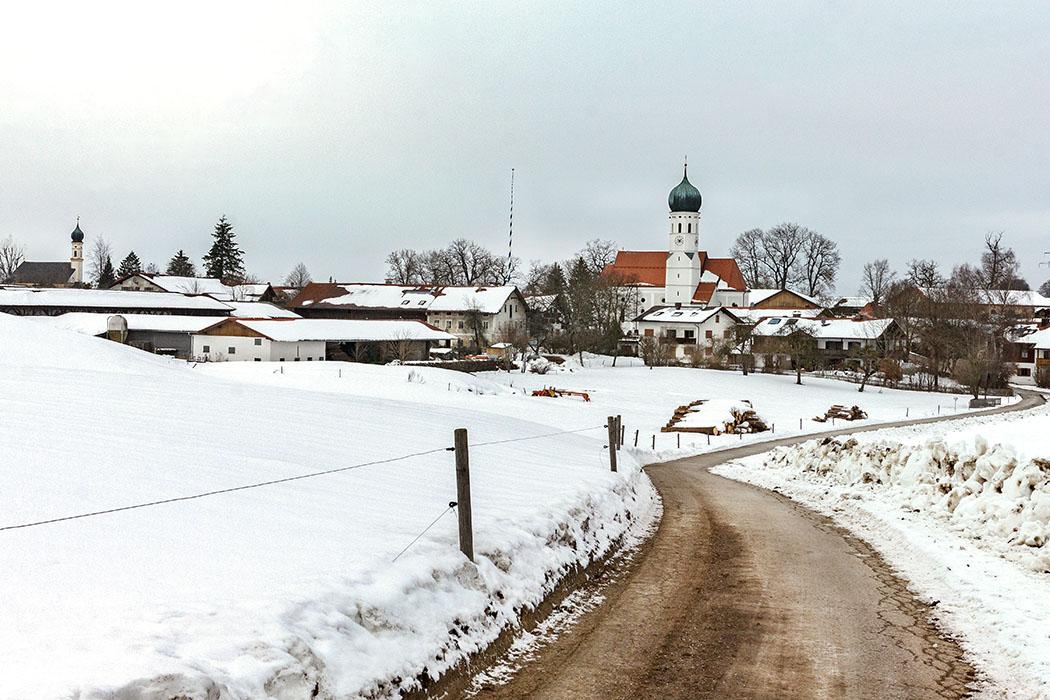 reise-zikaden.de, oberbayern, muenchen, aying, kleinhelfendorf, Der Weiler Kleinhelfendorf an der Via Julia im Süden von München.