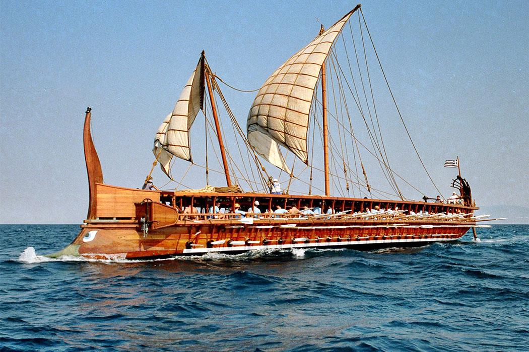 """Trireme Olyimpias_ol Die Trieme """"Olympias"""" bei einem Testlauf im Saronischen Golf bei Piräus. Foto: www.hellenicnavy.gr"""