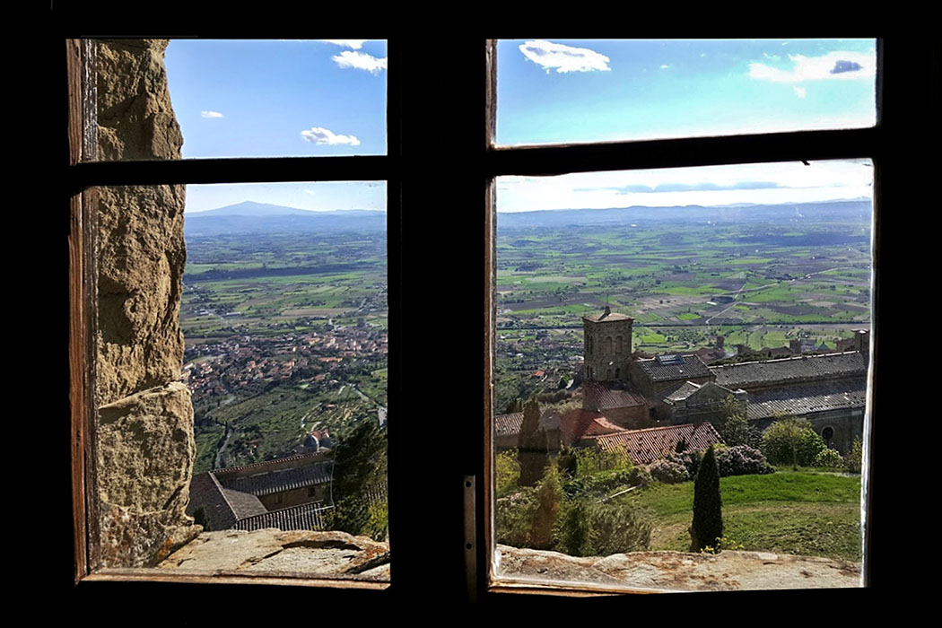 cortona_fortezza_window_monteamiata