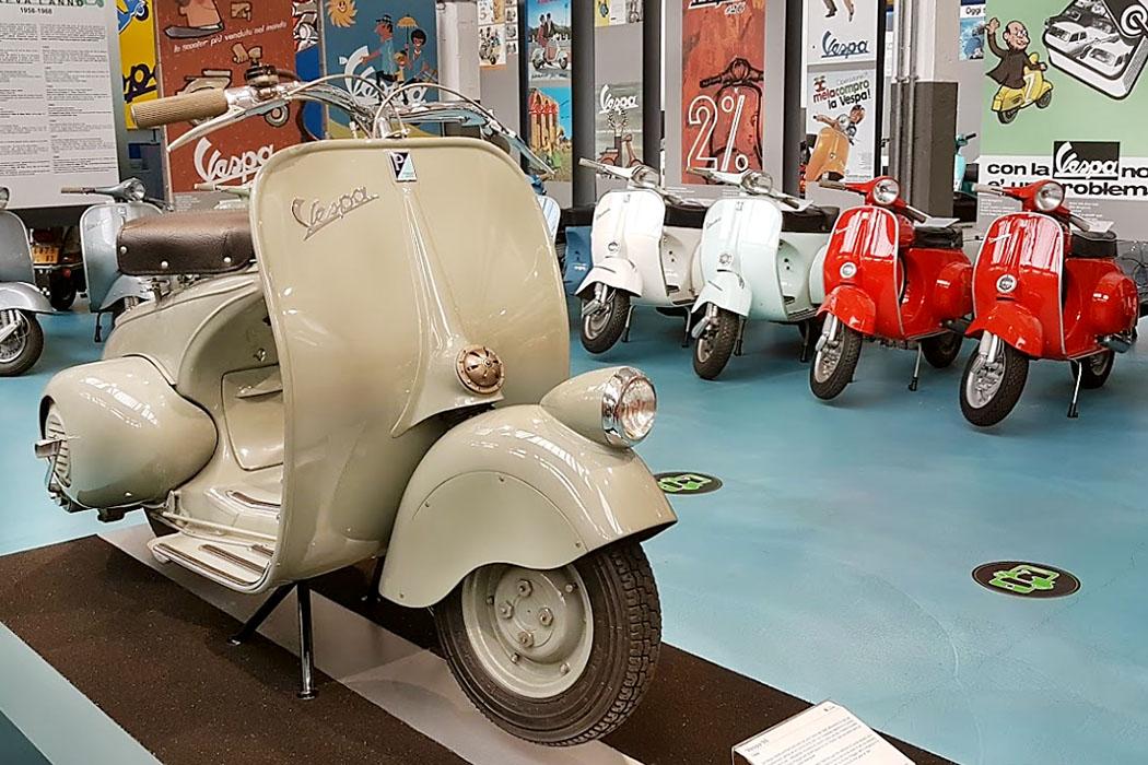 pontedera, piaggio museo Im Piaggio-Museum in Pontedera wird selbstverständlich das erste Vespa-Modell gezeigt, die Vespa 98 aus dem Jahr 1946. Das Museum wurde 2018 erweitert und hat seitdem mehr Ausstellungsflächen mit über 250 Exponaten.
