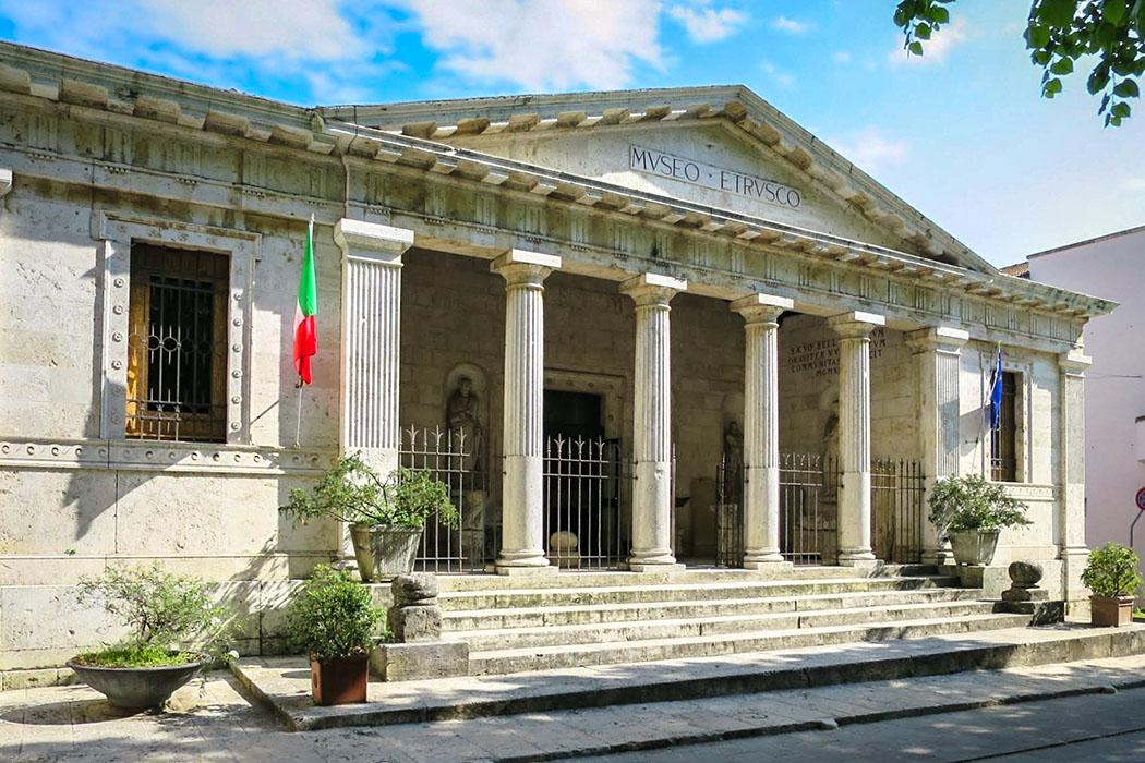 Chiusi_Etruscan_Museum,_Chiusi_Art Anderson Das Archäologisches Nationalmuseum von Chiusi zählt zu den wichtigsten Museen mit Funden aus der Zeit der Etrusker in der Toskana. Foto: Wikipedia, Art Anderson