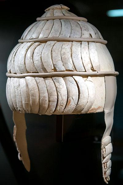 Eberzahnhelm aus einem Grab der Kladeos-Nekropole bei Olympia, 14. Jh. v. Chr., Archäologisches Museum Pyrgos Hellenic Ministry of Culture and Sports, ARTIS-Uli Deck