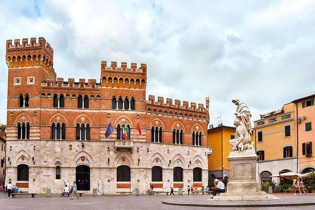 Grosseto, Palazzo Aldobrandeschi, Piazza Dante Grosseto: An der Piazza Dante stand einst das Kastell der Grafen Aldobrandeschi. Der Palazzo Pretorio ist ein Neubau des 20 Jhd. In der Mitte steht ein Denkmal für Leopold II. (1797 - 1870) Großherzog der Toskana.