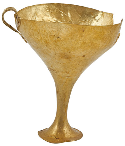 Kylix aus Goldbech, 11. Jh. v. Chr., Kouvaras, Grabfund Kylix aus Goldblech aus einem Grab in Kouvaras. Die Trinkschale datiert auf das 11. Jhd. v. Chr. und ist eine Leihgabe des Archäologischen Museums in Agrinion. Foto: BLM, Peter Gaul