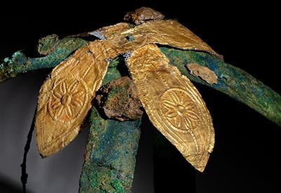 Prunkkrone (Detail), 16.–15. Jh. v. Chr., Myrsinochori, Routsi, Grabfund, Archäologisches Museum Chora, © Hellenic Ministry of Culture and Sports, Badisches Landesmuseum, Foto: Gaul
