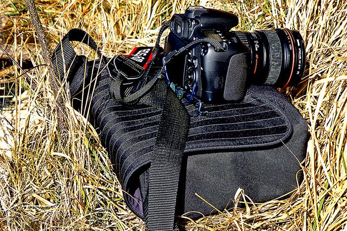 reise-zikaden.de, Fotografie auf Reisen: Die Kameraausrüstung der Reise-Zikaden Unsere Canon EOS 80D mit Canon EF 17-40mm und Tasche von Cullmann.