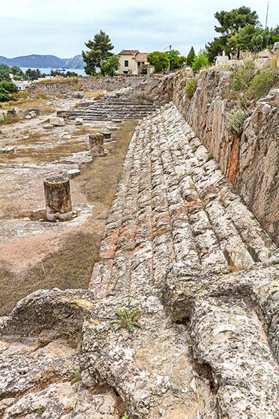 Griechenland: Attika – Eleusis und der Mysterienkult im Demeter-Heiligtum reise-zikaden.de, greece, attica, eleusis, elefsina, telesterion, panorama, sitzreihen, museum