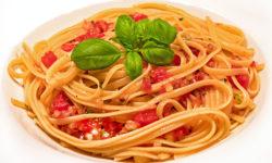 reise-zikaden.de, Spaghetti ai sette odori - Pasta mit rohen Tomaten und Kräutern