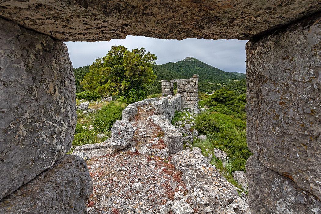 Griechenland: Attika - 14 Sehenswürdigkeiten plus Extra-Tipps reise-zikaden.de, greece, attica, Oinoi, Festung, Eleutherai, Eleutherae, Turm, Kaza-Pass