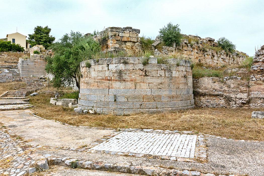 Griechenland: Attika – Eleusis und der Mysterienkult im Demeter-Heiligtum reise-zikaden.de, greece, attica, eleusis, elefsina, Rundturm, Befestigungsmauern