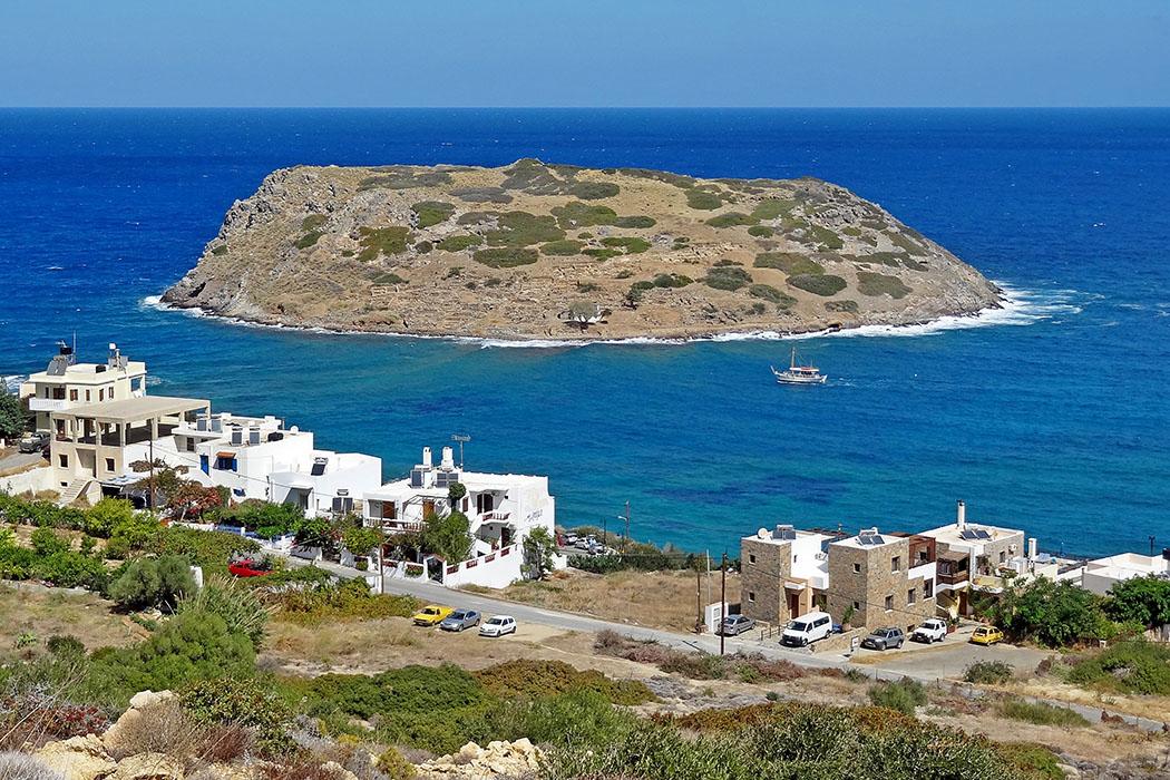 Mochlos_01, wiki, olaf tausch Die Landzunge mit dem Fischerdorf Mochlos und seine geschichtsträchtige Insel versprechen idyllische Ferientage im Osten von Kreta. Foto: Wikipedia, Olaf Tausch