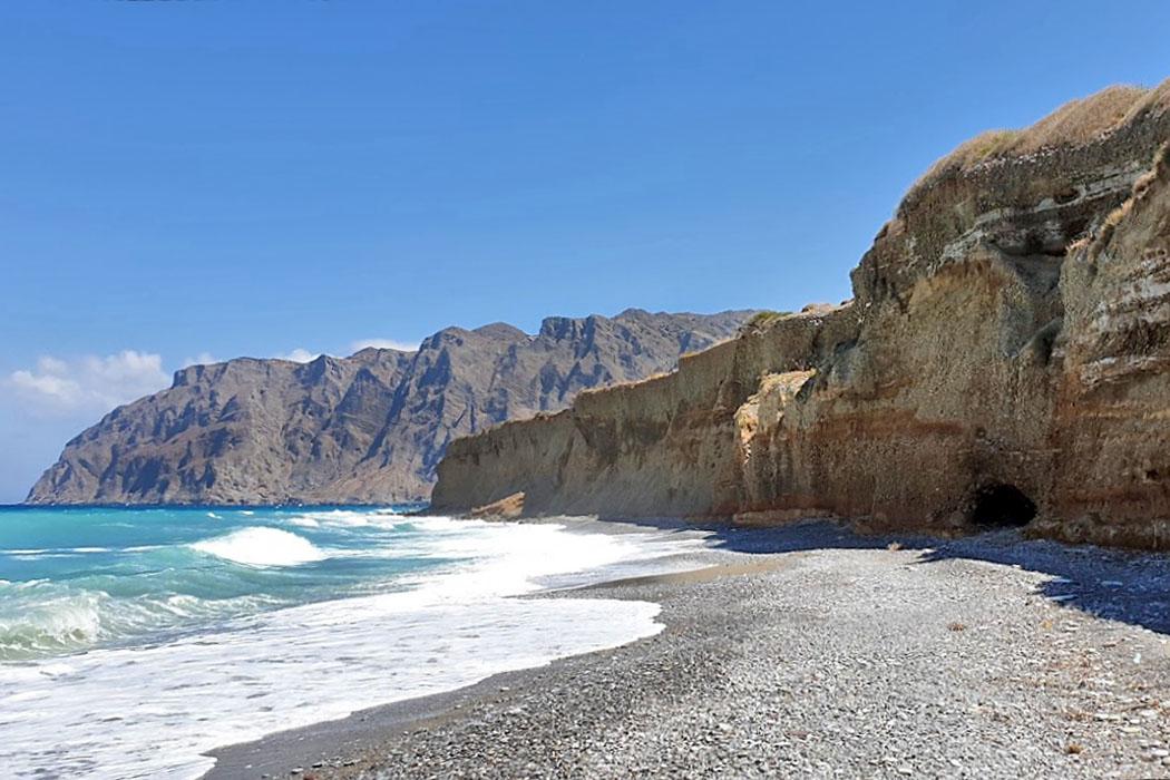 Varkotopi Beach_mochlos Varkotopi Beach liegt weit im Osten von Mochlos. Der Kieselstrand ist wild und einsam - für uns ein Lieblingsplatz abseits vom Trubel. Foto: Reise-Zikaden, M. Hoffmann