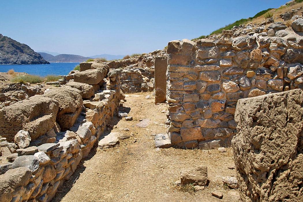mochlos_island_excavations_walls_minoan