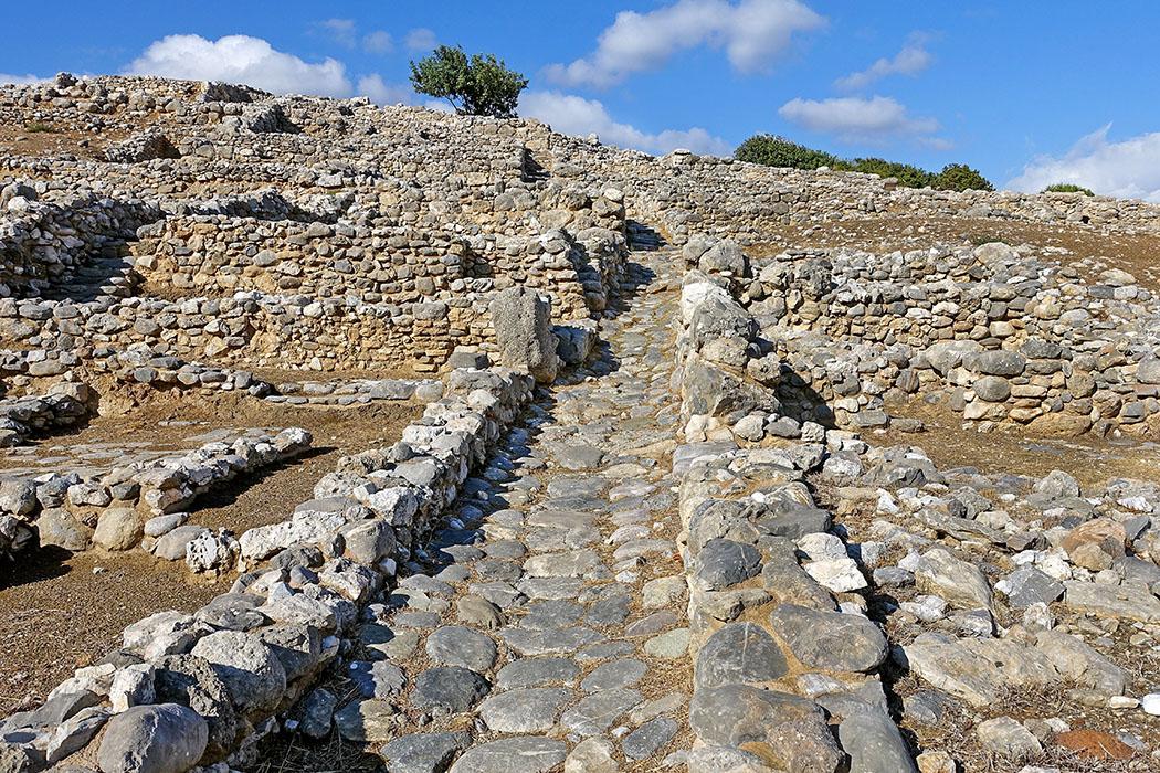 Gournia_024_olaf tausch Die schmalen Gassen und Fundamente der Häuser in den Ausgrabungen von Gournia bei Pachia Ammos, erinnern uns an heutige Dörfer in Kreta. Foto: Wikipedia, Olaf Tausch