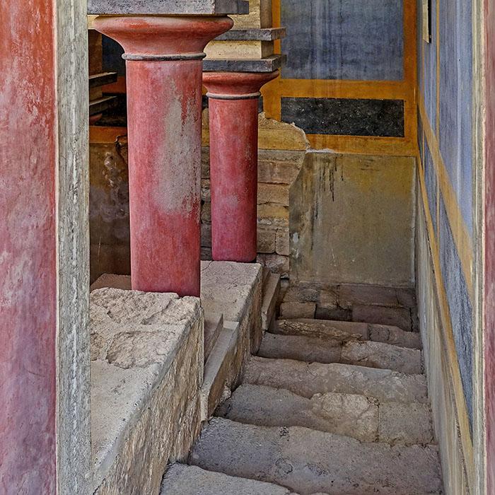 Bronzezeit auf Kreta: Die Paläste der Minoer waren Basis ihrer Städte Knossos_lustral basin_olaf tausch Das Lustralbassin von Knossos wurde vom Archäologen Arthur Evans rekonstruiert. Foto: Wikipedia, Olaf Tausch