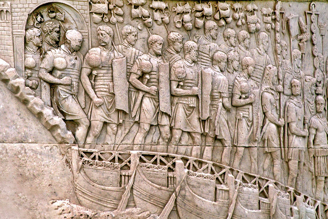 roman_legion_trajan_column_rome Römische Legionäre an der Trajanssäule in Rom. Foto: Wikipedia, Rabax63