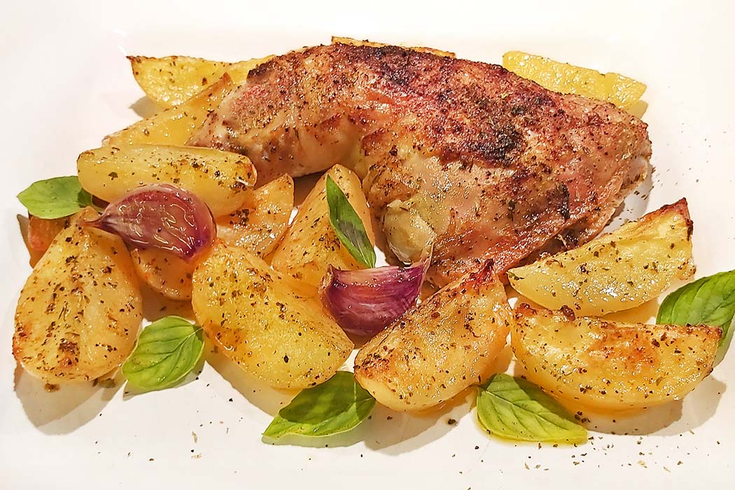 Genial einfach: Hühnchen mit Kartoffeln im Ofen - Kotopoulo me patates sto fourno