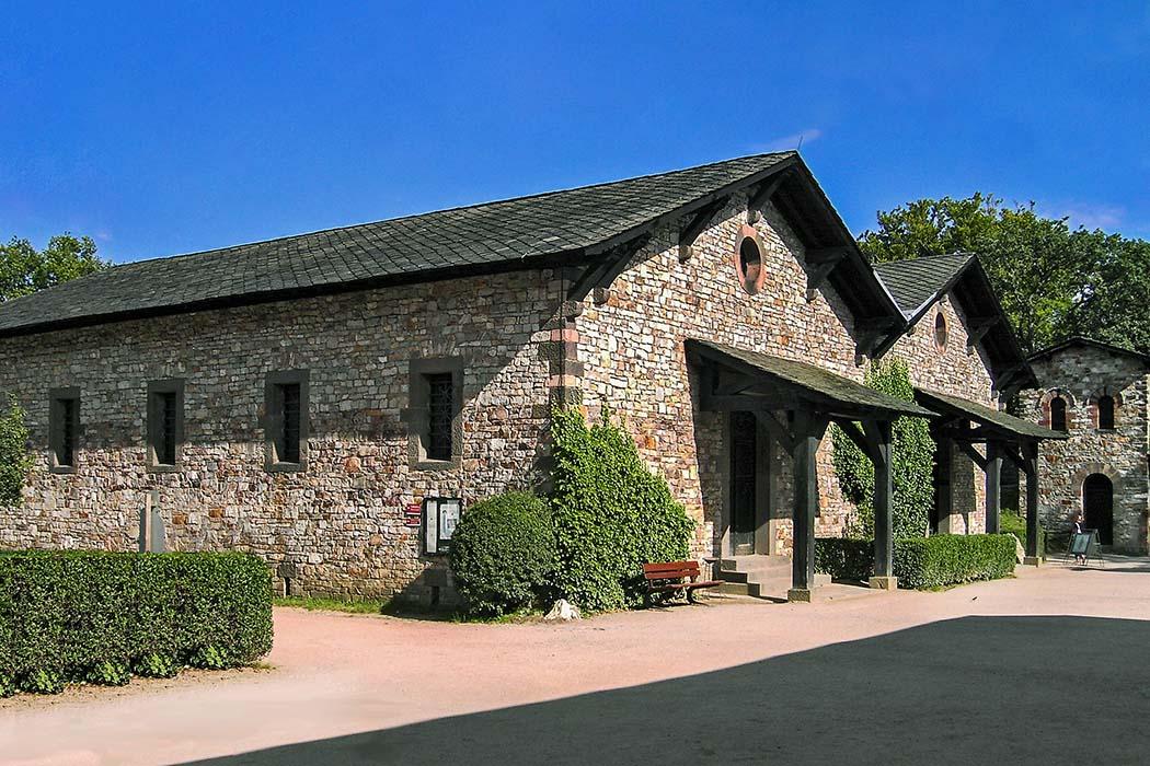 Horreum, Wiki Das Horreum der Saalburg diente als Lagerhaus oder Magazin und stand freistehend im Kastell. Es diente im Schwerpunkt als Getreidespeicher. Foto: Wikipedia, Gorinin