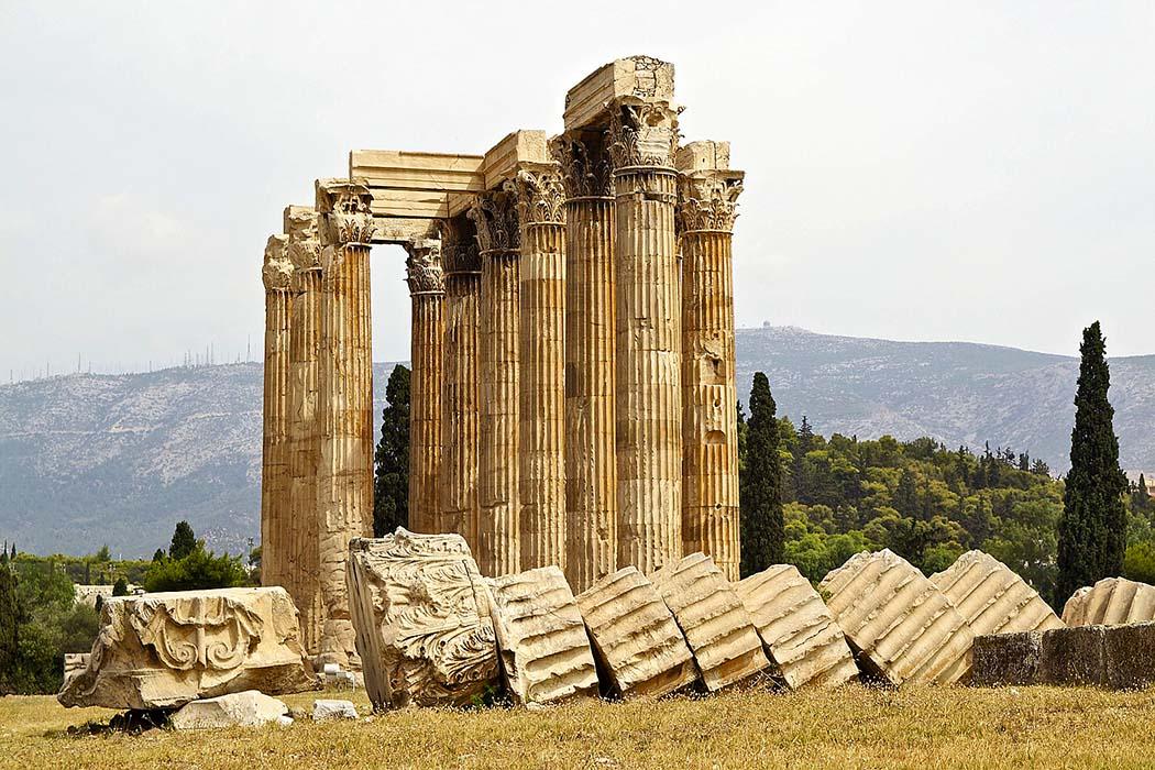 athens-zeus-temple_ol Das Olympieion in Athen wird auch Tempel des Olympischen Zeus genannt. Kaiser Hadrian ließ das Bau aus dem 6. Jhd. v. Chr. vollenden und weihte den Tempel im Jahr 132. Foto: Pixabay