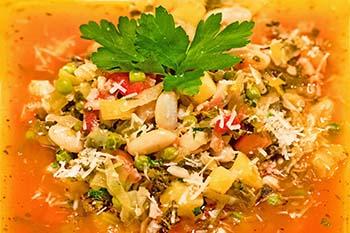 Suppenglück aus Italien! Minestrone alla Milanese – Gemüsesuppe aus Mailand