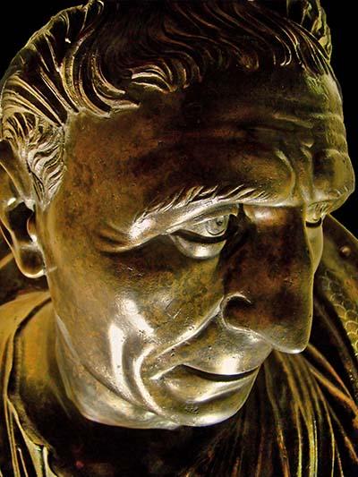 Roman_Emperor_Traianus_Ankara_01 Die Bronzebüste zeigt Kaiser Trajan (52 - 117) in seinen letzten Lebensjahren. Ausstellungsort: Museum für anatolische Zivilisationen, Ankara, Türkei. Foto: Wikipedia, Bjørn Christian Tørrissen