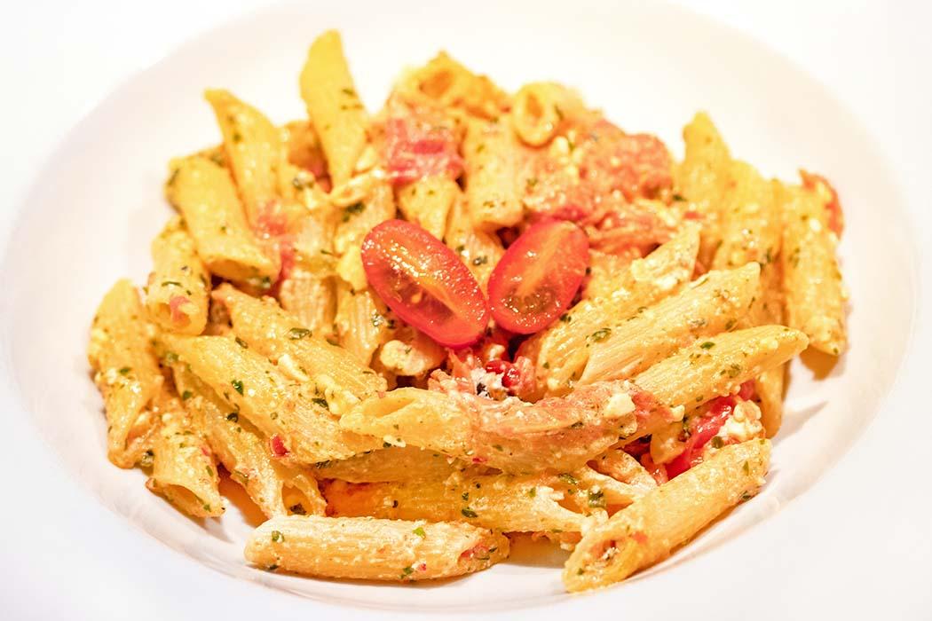 Trend-Rezept aus Finnland: Pasta mit Kirschtomaten und Feta – Baked Feta Pasta