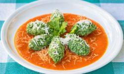 reise-zikaden.de, Südtiroler Spinatnocken mit Tomatensauce und Parmesan