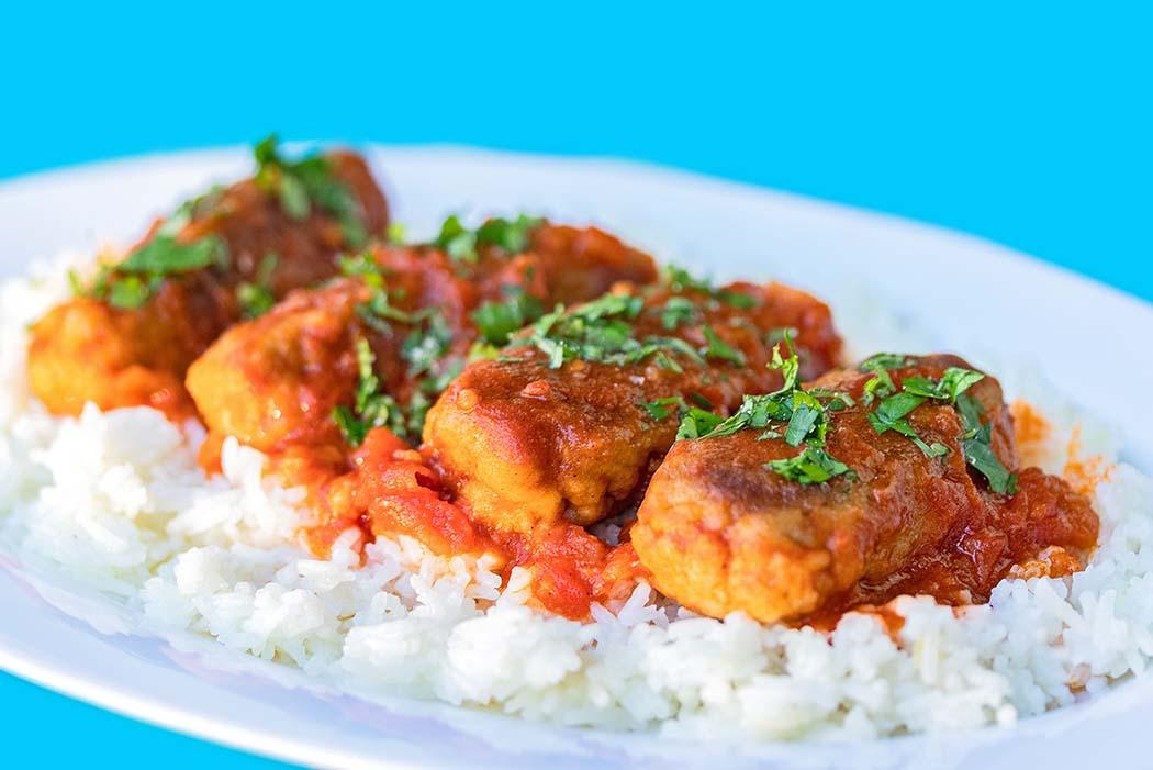 Zart & fluffig: Soutzoukakia Smyrneika – Hackfleischröllchen in Tomatensauce