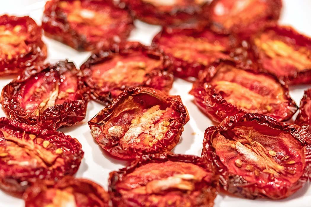 reise-zikaden.de, Pomodori secchi – Ofengetrocknete Tomaten selber machen Pomodori secchi – Ofengetrocknete Tomaten selber machen ist eine wunderbare Möglichkeit um sommerliche Aromen für den Winter zu konservieren. Foto: Reise-Zikaden, M. Hoffmann