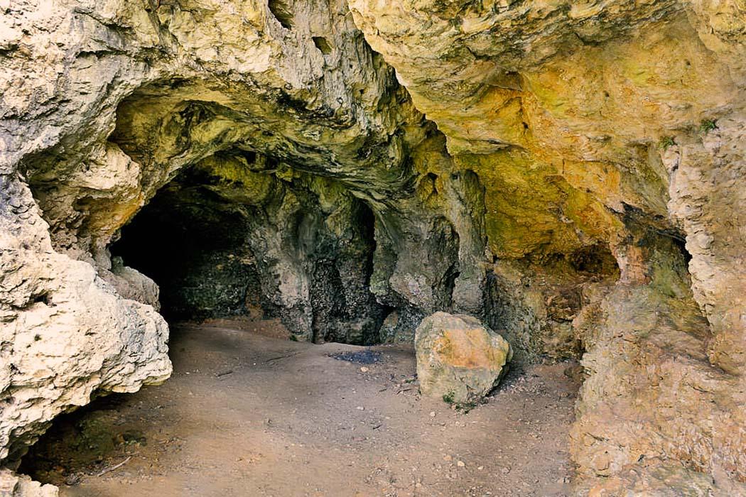 reise-zikaden.de, Altsteinzeit in Bayern: 12 Tourentipps zu Neandertaler-Höhlen, Grafsloch bei Mörnsheim-Altendorf im Gailachtal